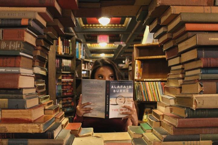Как расставить книги?